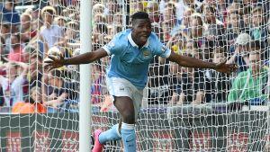 Manchester Cityn Kelechi Iheanacho tuulettaa.