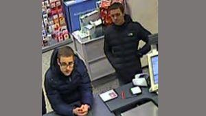 Kaksi miestä valvontakamerakuvassa
