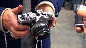 Vanhalla järjestelmäkameralla saa otettua kuvat edelleen filmille.