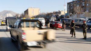 Turvallisuusjoukkoja kadulla Kabulissa.