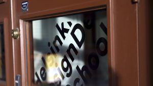 Helsinki Design Schoolin ulko-ovi kuvattuna Helsingissä 1. helmikuuta 2016.