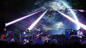 Bernard Sumner New Order-yhtyeen laulaja.