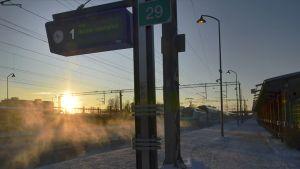 Keravan juna-asema aamuauringosssa