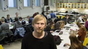 Opettaja Pekka Peura.