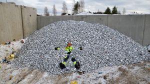 Koululaiset keräsivät Tuikkujahdissa yhteensä yli 4, 8 miljoonaa alumiinista tuikkukuorta.