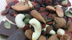 Raakasuklaa, goji-marjat sekä pähkinät ja siemenet ovat monelle jo tuttuja makuja.