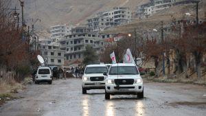 punaisen ristin autoja syyriassa.