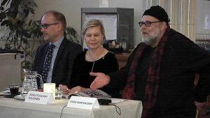 Päätoimittaja Pekka Mervola sekä kriitikot Siskotuulikki Toijonen ja Otso Kantokorpi avasivat keskustelusarjan kritiikin tilasta.