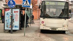 Oulussa käytetään rahaa joukkoliikenteeseen vuodessa noin 24 miljoonaa euroa.