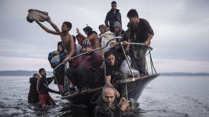 Pakolaisvene saapumassa Kreikan Lesboksen saarelle.