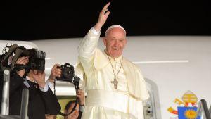 Paavi Franciscus lähdössä kotimatkalle Meksikosta.