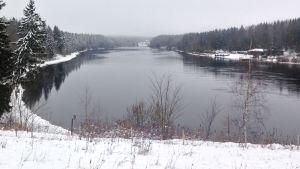 Kymijoki talvella Korian sillalta kuvattuna