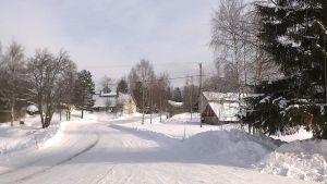 Talvinen kuva hämäläisestä kyläraitista Tammelasta