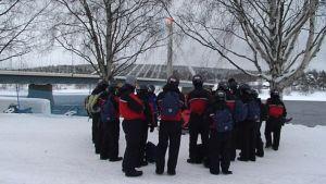 Italialaisryhmä lähdössä kelkkasafarille Rovaniemellä.