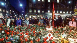 Olof Palmen murhapaikka Sveavägenillä Tukholmassa 1. maaliskuuta vuonna 1986.
