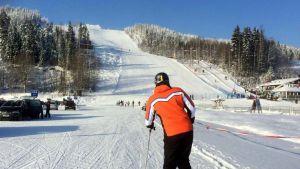 Hiihtäjä Tahkolla etelän hiihtolomaviikolla.