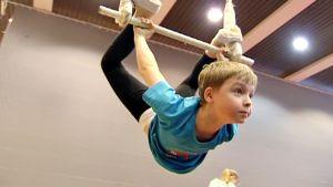 Lapsia sirkuskoulussa.