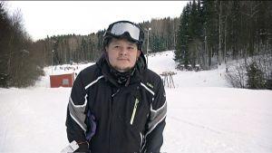 Anton Pulkkinen laskettelurinteessä.
