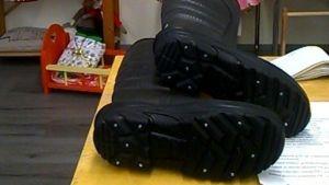 Siikajoella laitetaan yli 55-vuotialle ilmaiseksi nastat kenkiin kaatumisonnoettomuuksien ehkäisemiseksi.