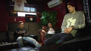 Negatiiviset Nuoret -yhtye studiossa