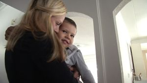 Maiju nauttii päivistä nelivuotiaan poikansa Mikaelin kanssa