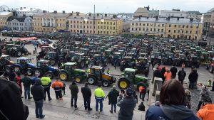 Traktorimarssi Senaatintori.