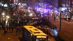 Ankaran autopommi-isku tapahtui bussipysäkillä, kaupungin pääkadulla Atatürk Bulvarilla.