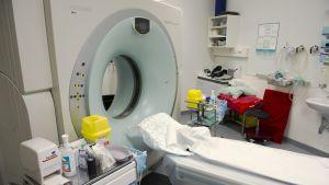 Magneettikuvauslaite meilahden klinikoilla.