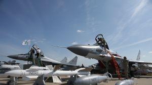 kaksi venäläistä mig-29 hävittäjää