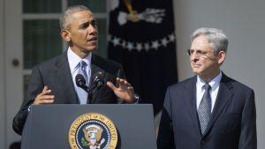Yhdysvaltain presidentti Barack Obama ja tuomari Merrick Garland Valkoisen talon puutarhassa 16. maaliskuuta.