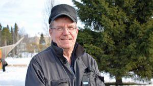 Kostamuksen linja-autokolarissa 1980 ollut kuhmolainen Esko Kyllönen.