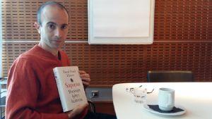 Israelilainen historioitsija Yuval Noah Harari.