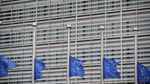 Euroliput puolitangossa Bryssselissä.
