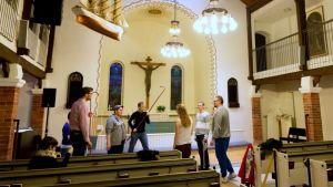 Pääisäisenä 2016 Oulussa Tuiran kirkossa esitetään INRI-pääsiäismusikaalia.