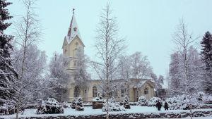 Ylivieskan kirkko joulukuussa 2014.