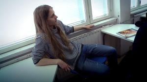 Nuori mies luokassa