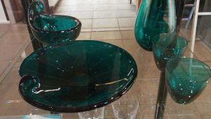 vihreitä lasiesineitä