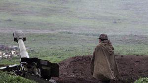 Armenian tykistö asemissa Vuoristo-Karabahissa sunnuntaina.