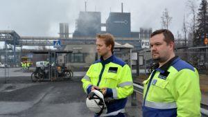 Outokummun Tornion-tehtaan luottamusmiehet Pekka Korpela ja Tuomas Nikula.