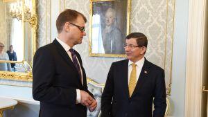 Pääministeri Juha Sipilä ja Turkin pääministeri Ahmet Davutoğlu Smolnassa.
