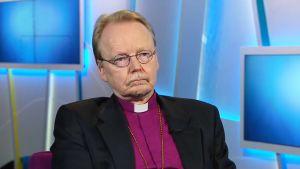 Arkkipiispa Kari Mäkinen Ylen Ykkösaamussa.