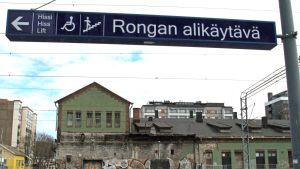Tavara-asema kuvattuna Rongan alikulun suunnalta.