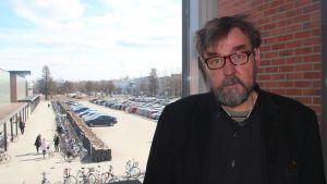 Tutkimusprofessori Ilpo Kojola.