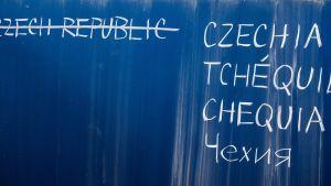 Tšekkin maan eri kirjoitusasuja.