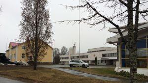 Liperin kylänraittia: kunnantalot ja kirjasto.