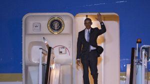 Air Force One lennätti presidentti Barack Obaman Lontoon Stanstedin lentokentälle 21.4. 2016