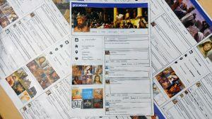 Kuvassa Kokkolan Mäntykankaan koulun uskonnon tunnilla tehtyjä paperisia Facebookia muistuttavia Gracebookeja.