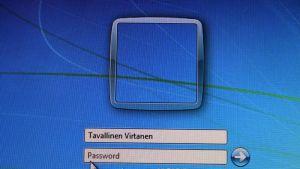 Vahvan salasanan käyttö, varmuuskopiointi, varovaisuus verkkokaupoissa ja virustorjunta lisäävät tietoturvaa.