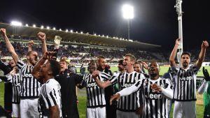 Juventus-pelaajat juhlivat.
