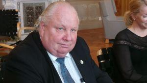 Demarien valtuustoryhmän puheenjohtaja Esa J. Wahlman, SDP.